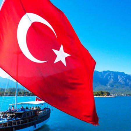 Міністерство внутрішніх справ Туреччини посилило карантинні заходи через зростання кількості інфікованих на COVID-19 в країні.